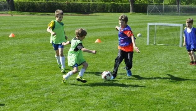 Neue kindgerechtere Spielformen auf deutlich kleinere Tore kommen immer mehr in Mode. (Bild: Ballschule Wien)