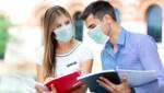 Beim Sprechen mit Gesichtsschutz bewusst artikulieren. (Bild: Minerva Studio/stock.adobe.com)