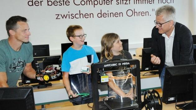 Auf die digitale Ausbildung setzt Direktor Josef Spreitz (re.) (Bild: Crepaz Franz)