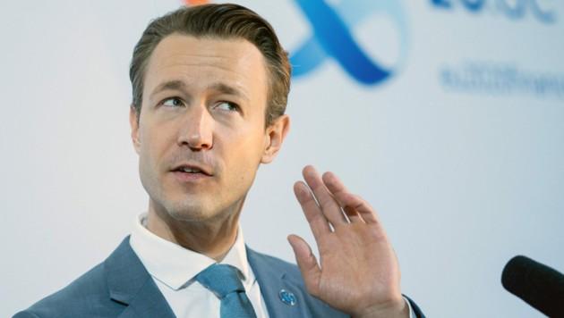 Die Zeit wird knapp - am Dienstag verstreicht der Stichtag, bis zu dem Österreichs Finanzminister Gernot Blümel (ÖVP) seinen Fixkostenzuschuss bei der EU beantragen kann. (Bild: AFP/Kay Nietfeld)