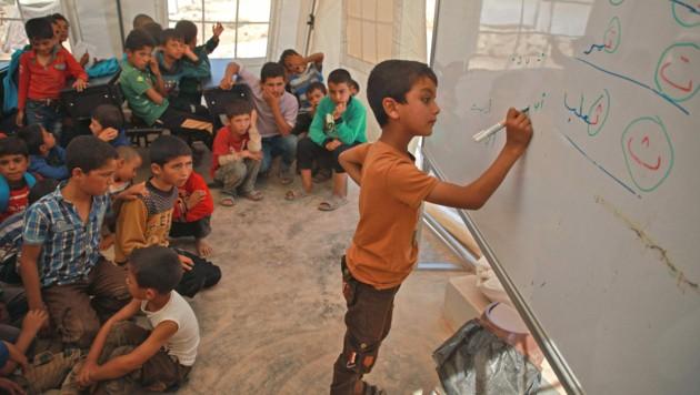 Viele Staaten hätten laut UNICEF noch keinen Plan, wann man die Schulen wieder eröffnen werde. Dies könnte langfristig fatale Folgen für die Kinder haben. (Bild: AFP/Aaref WATAD)