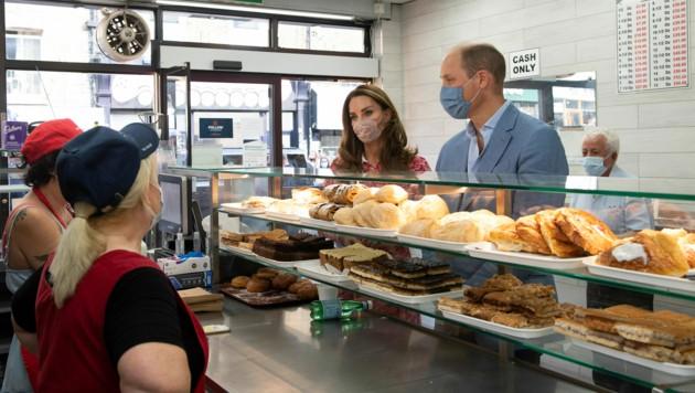 Herzogin Kate und Prinz William im Gespräch mit den Mitarbeitern der Londoner Bäckerei