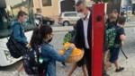 Bei der Mobilitätszentrale in Eisenstadt verteilte der Landesrat an Schüler und Pendler Frühstückssackerln. (Bild: Büro Dorner)