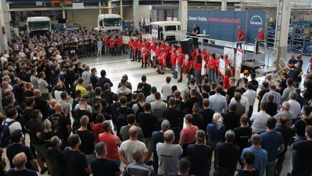"""Die Mitarbeiter wurden gestern über den geplanten """"Kahlschlag"""" in Steyr informiert. (Bild: zVg)"""