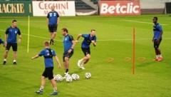 Am Abend leitete der Coach Schopp das Training im Stadion Gliwice. (Bild: Sepp Pail)