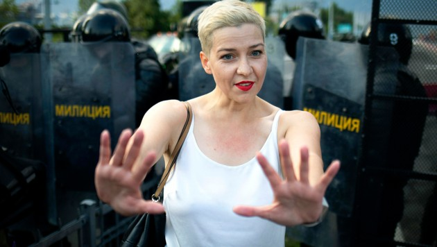 Maria Kolesnikowa ist nicht ins Ausland geflohen, sondern protestierte vor Ort gegen Präsident Alexander Lukaschenko. Nun sitzt die Oppositionspolitikerin in Haft und steht unter Anklage. (Bild: AP)