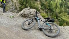 Passanten fanden zuerst nur das E-Bike, erst später lokalisierten sie den Verunglückten. (Bild: zoom.tirol)
