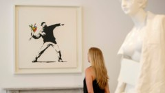 "2015 wurde das Werk ""Flower Thrower"" in der Lazinc Gallery in London ausgestellt. (Bild: AFP)"