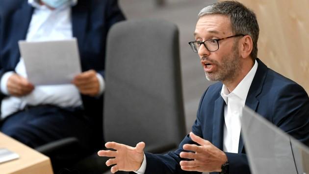 "FPÖ-Klubobmann Herbert Kickl ortet bei Bundeskanzler Sebastian Kurz ""Überwachungsfantasien"". (Bild: APA/ROLAND SCHLAGER)"