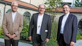 Propst Florian Huber, Bischof Hermann Glettler und der neue Generalvikar Roland Buemberger (v.l.). (Bild: Diözese Innsbruck/Hölbling )