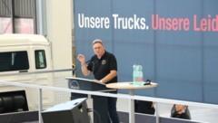 Erich Schwarz, Arbeiter-Betriebsratschef im MAN-Werk in Steyr, bei der Betriebsversammlung am Mittwoch. (Bild: zVg)