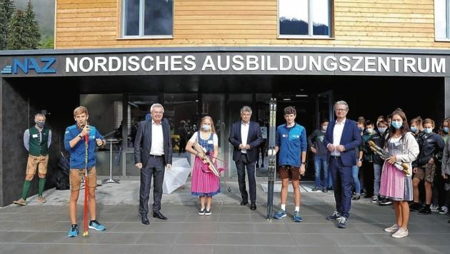 Sportminister Kogler (M.) eröffnete mit Landesrat Lang und Landesrat Drexler den neuen Sport-Campus in Eisenerz (Bild: GEPA pictures)