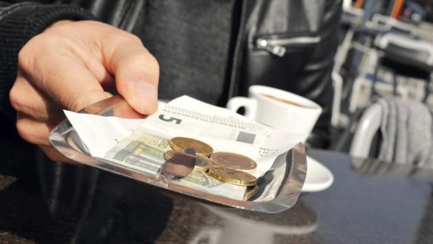 Es könnte im Gasthaus teurer werden. . . (Bild: stock.adobe.com)