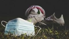 Die Corona-Pandemie wird auch im Salzburger Amateur-Fußball immer mehr zum Problem (Bild: Tröster Andreas)
