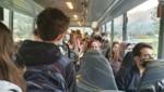 Platzprobleme in den Bussen (Bild: Privat)