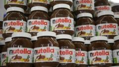 Mit dem Bonus in der Höhe von 2200 Euro könnte sich jeder Mitarbeiter rund 730 Gläser Nutella á 400 Gramm kaufen. (Bild: AFP)