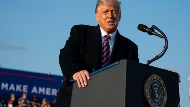 Bei einer Wahlkampfveranstaltung in Minnesota stellte US-Präsident Donald Trump einen Impfstoff für alle US-Amerikaner bis April 2021 in Aussicht. (Bild: AP)