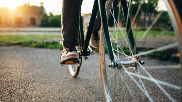 Ein Dieb hatte es auf das Fahrrad eines 69-Jährigen abgesehen (Symbolbild) (Bild: stock.adobe.com)