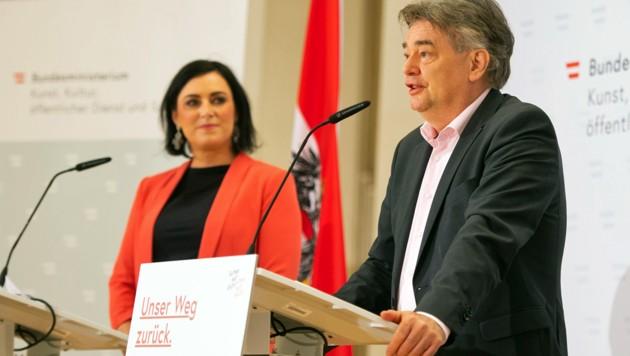 Ministerin Köstinger, Vizekanzler Kogler (Bild: APA/BUNDESHEER/CARINA KARLOVITS)