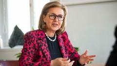 Wirtschaftslandesrätin Patrizia Zoller-Frischauf will bereits ab 5000 Euro fördern. (Bild: Land Tirol/Springer)