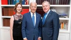 Ex-Botschafter William C. Eacho (rechts) mit Ehefrau und Joe Biden (Bild: zVg)