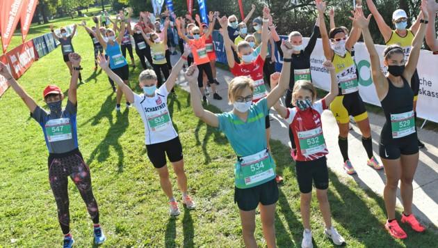 Corona-bedingt trugen die Läuferinnen im Start- und Zielbereich Masken, was die Leistungen nicht schmälerte (Bild: Wolfgang Spitzbart;)