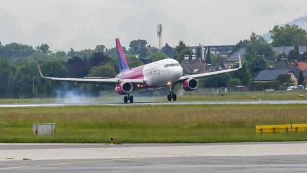 Anfang Juli hob die Billigfluglinie Wizz Air zum ersten Mal in Salzburg ab. Nun ist das Gastspiel vorerst wieder beendet. (Bild: Tschepp Markus)