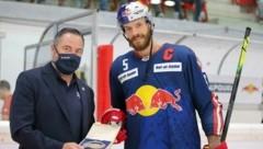 Sportdirektor RB Eishockey Christian Winkler mit Salzburg-Kapitän Thomas Raffl. (Bild: GEPA pictures/ Thomas Bachun)