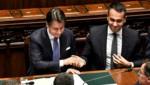 Die Regierung von Giuseppe Conte (im Bild mit Außenminister und Fünf-Sterne-Politiker Luigi Di Maio) sitzt derzeit fest im Sattel. In Zukunft soll es auch nach Regierungsrücktritten zu keinem politischen Stillstand in Italien kommen. (Bild: APA/AFP/Andreas SOLARO)