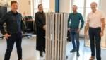 """Von links: Gerald und Felicitas Kohler (Firma Planlicht) präsentieren mit Ronald Stärz und Harald Schöbel (MCI) den """"seTUBE"""" Prototyp, der Gondeln keimfrei macht. (Bild: MCI Planlicht/Spiess)"""