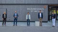 Die Innsbrucker Regierungskoalition (v. l.) mit Stadträtin Elisabeth Mayr, Vizebürgermeister Johannes Anzengruber, Vizebürgermeisterin Uschi Schwarzl, Bürgermeister Georg Willi und Stadträtin Christine Oppitz-Plörer stellte sich in einer eineinhalbtägigen Klausur einer breiten Diskussion über die aktuelle Situation der Innsbrucker Stadtfinanzen. (Bild: IKM/M. Freinhofer)