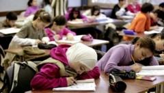 Sozialarbeiter in Schulen könnten Buben und Mädchen mit Migrationshintergrund fördern (Bild: Ulrich Baumgarten)