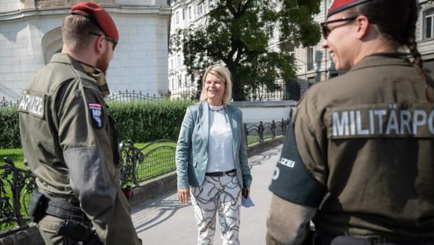 Verteidigungsministerin Klaudia Tanner (ÖVP) (Bild: APA/BUNDESHEER/DANIEL TRIPPOLT)