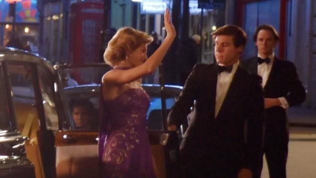 """Emma Corrin bei den Dreharbeiten für """"The Crown"""". (Bild: www.PPS.at)"""