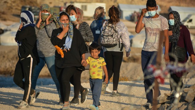 Flüchtlinge im Camp Kara Tepe auf Lesbos (Bild: Copyright 2020 The Associated Press. All rights reserved)