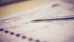 Die Registrierungspflicht soll den Behörden bei einem Infektionsfall die Kontaktrückverfolgung erleichtern. (Bild: stock.adobe.com)