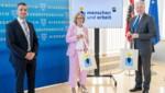 """Landeshauptfrau Johanna Mikl-Leitner (Mi.), Landesrat Martin Eichtinger (re.) und Geschäftsführer Martin Etlinger (li.) informierten über die neue Initiative """"Menschen und Arbeit"""" (Bild: NLK Filzwieser)"""