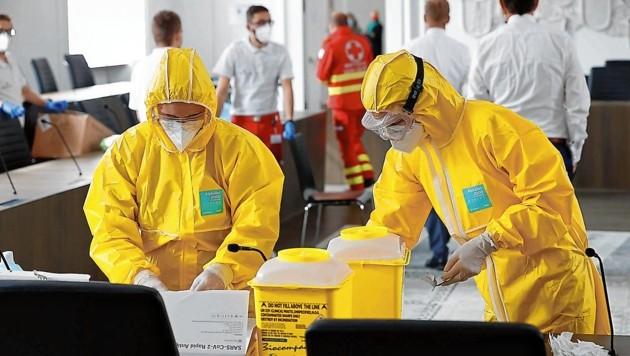 Das Rote Kreuz richtete im Plenarsaal des Chiemseehofes eine eigene Teststraße ein. (Bild: Markus Tschepp)