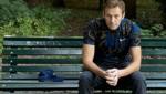 Nach seiner Entlassung am Mittwoch posierte der russische Oppositionelle Alexej Nawalny für ein Foto auf einer Berliner Parkbank. (Bild: AFP)