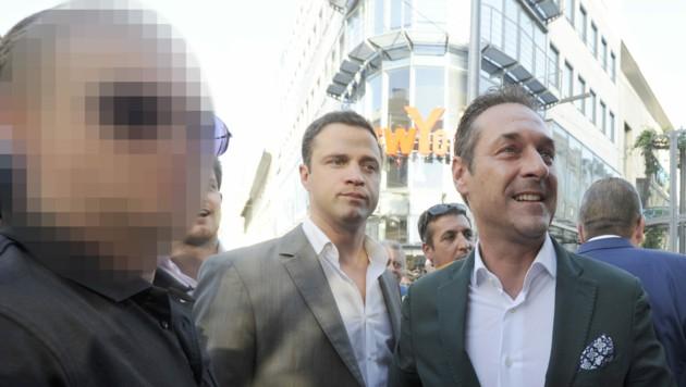 Gudenus, Strache - und dessen früherer Bodyguard (li.) (Bild: APA/Herbert Pfarrhofer)