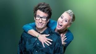 Sonja Zietlow und Daniel Hartwich präsentieren die Show 2021 aus North Wales. (Bild: RTL/TVNOW)