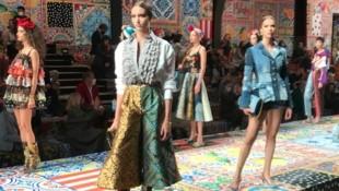 Models zeigen auf der Mailänder Modewoche Kreationen von Dolce & Gabbana für das Frühjahr 2021. (Bild: APA/AP Photo/Colleen Barry)