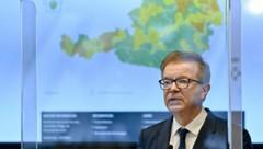 Minister Anschober sieht eine Stabilisierung der Infektionszahlen, wenn auch auf zu hohem Niveau. (Bild: APA/Herbert Neubauer)