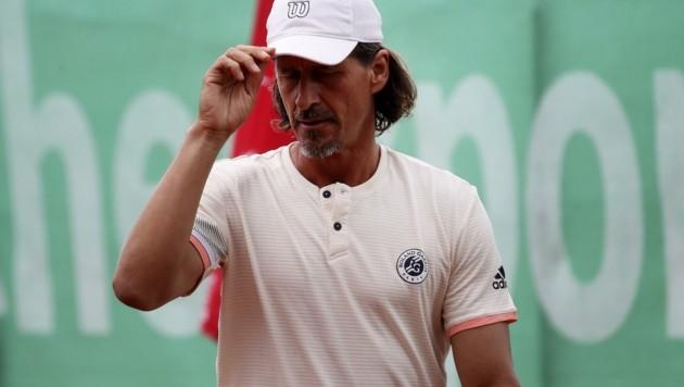 Der spielende TC Anif-Obmann Gerald Mandl (49). (Bild: Tröster Andreas)
