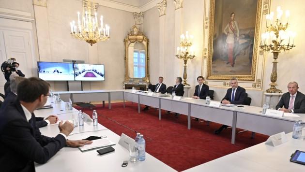 Am Freitag trafen die Landeshauptleute mit der Regierungsspitze zusammen. (Bild: APA/HERBERT NEUBAUER)