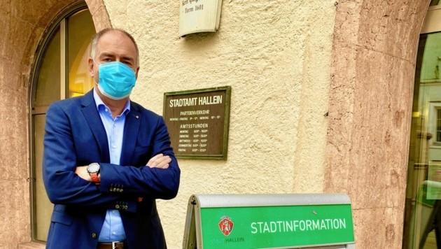Bürgermeister Stangassinger weiß nicht, wie viele Halleiner derzeit an Corona erkrankt sind. (Bild: zVg)