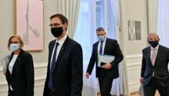 Die ÖVP-Landeshautleute Johanna Mikl-Leitner, Markus Wallner und Wilfried Haslauer mit Innenminister Karl Nehammer (ÖVP) (Bild: APA/HERBERT NEUBAUER)