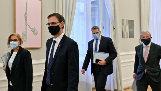 Die ÖVP-Landeshauptleute Johanna Mikl-Leitner, Markus Wallner und Wilfried Haslauer mit Innenminister Karl Nehammer (ÖVP) (Bild: APA/Herbert Neubauer)