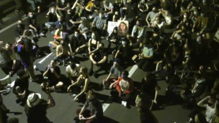 Hunderte Demonstranten blockierten die Brooklyn Bridge in New York. (Bild: ruptly.tv)