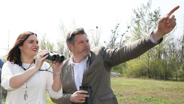 Landeshauptmann-Stellvertreterin Astrid Eisenkopf mit Nationalpark-Direktor Johannes Ehrenfeldner. (Bild: LMS)